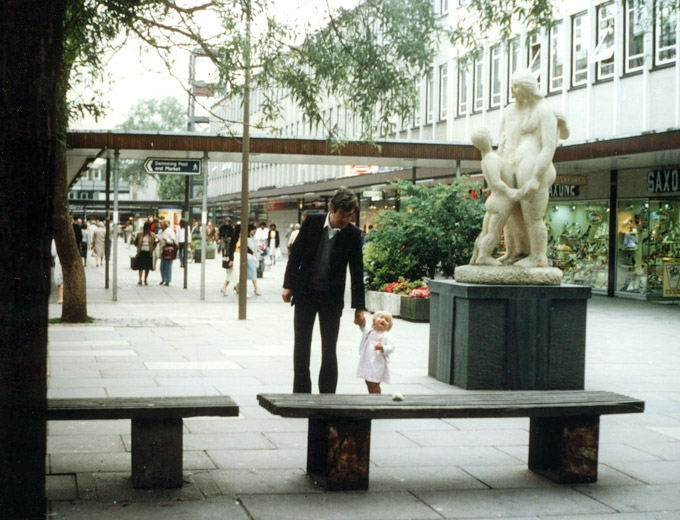 FAMILY, limestone, height: 2m. Sited: Stevenage Town Centre, Commission for the New Towns
